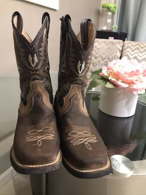Women boots for Sale in Sanger, CA