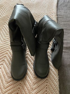Kneel high boots Gray for Sale in Benson, NC