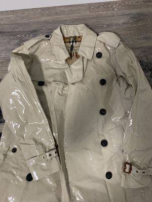 Burberry Heritage Cranleigh Trench Coat Size M for Sale in Seattle, WA