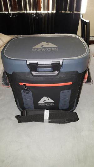 Ozark Trail Cooler holds 36 cans for Sale in Hesperia, CA
