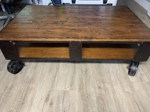 Wood and iron coffee table for Sale in Hialeah, FL
