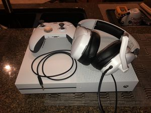 XBOX ONE S BUNDLE, ELITE CONTROLLER, 1TB , TURTLE BEACH HEADSET, VIDEO GAME LOT for Sale in Orlando, FL