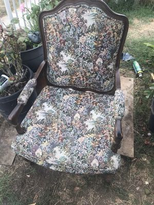 Vintage antique floral style chair for Sale in Inglewood, CA