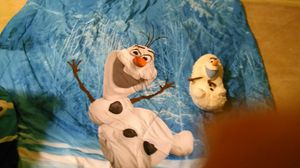 Olaf twin size comforter and Olaf hideaway pet for Sale in Garden City, MI