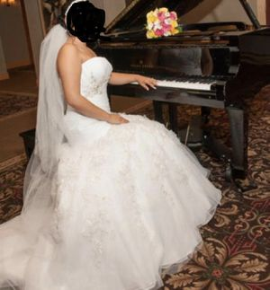 Wedding dress size 10 with adjustable back. In good condition for Sale in Worcester, MA