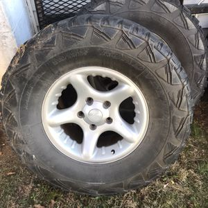 2000 Dodge Ram 1500 Stock 17in Wheels All Four With Tires That Hold Air for Sale in Denver, PA