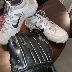 Baseball / Softball Cleats & Glove for Sale in Pico Rivera, CA