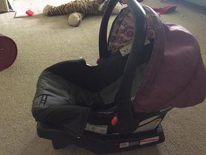 Babygirl car seat for Sale in Garden Prairie, IL