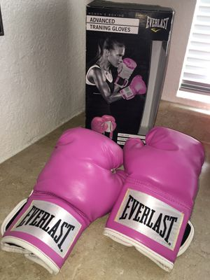 Everlast Pink Boxing Gloves Size 12 OZ for Sale in Beaumont, CA