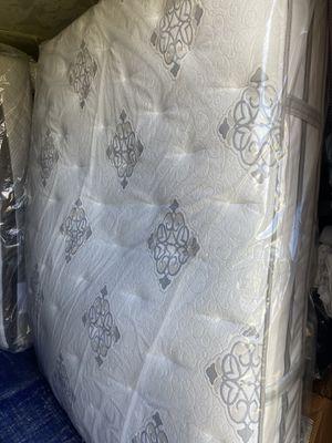 Like New- Guess Room Mattress - Queen Size - Beautyrest Plush Firm Mattress set for Sale in Dallas, TX