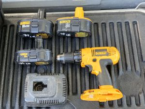 Dewalt 18 V hammer drill with three batteries and charger all in excellent working condition including the batteries for Sale in Palm Harbor, FL