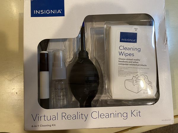 Insignia Virtual reality cleaning kit