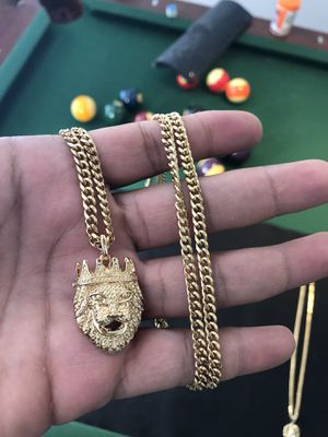 "18kmgl (gold filled not plated or stainless) 5mm 28"" Miami cuban chain with lion charm for Sale in Lutz, FL"