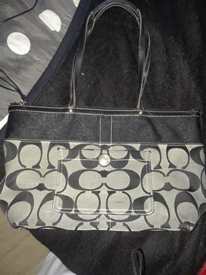 COACH SIGNATURE MEDIUM TOTE for Sale in Wimauma, FL