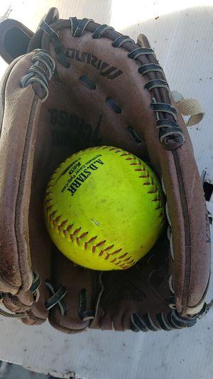 Mizuno softball glove for Sale in Escondido, CA