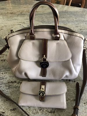 Dooney & Bourke Beige Purse & Wallet for Sale in Venice, FL