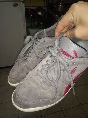 Puma sneakers size8.5/9 for Sale in Kearny, NJ