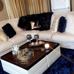 Sectional Sofa and Table $1,000.00 Including Throw Pilllows for Sale in Mesquite, TX