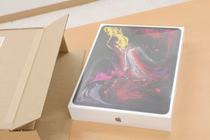 Apple 12.9-inch iPad Pro (2019) Wi-Fi + Cellular 256GB for Sale in Los Angeles, CA