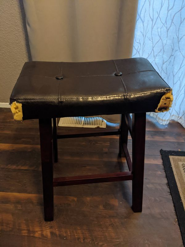 Square Dining Table w/4 Stools