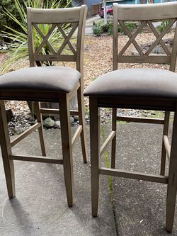 2 Matching Bar Height Stools - Great condition for Sale in Portland,  OR