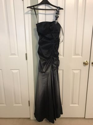 Betsy and Adam, size 6 mermaid gown for Sale in Springfield, VA
