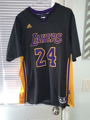 Kobe Bryant Lakers jersey size L for Sale in Westbury, NY