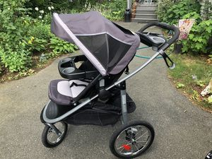 Graco jogging stroller with car seat for Sale in SPFLD (LONG), MA