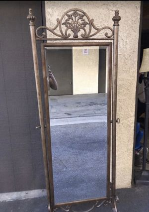 Full length stand up mirror by Ashley's furniture for Sale in Baldwin Park, CA
