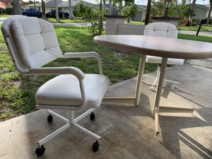 Small Retro Kitchen Table- Stand- MUST GO THIS WEEKEND- MAKE AN OFFER for Sale in Fort Myers, FL