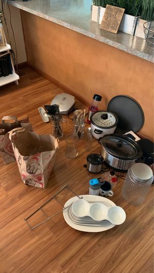 Kitchen Appliances (Name Your Price) for Sale in Kirkland, WA