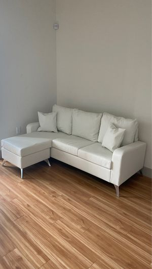 Beautiful New White Leather Couch for Sale in Las Vegas, NV