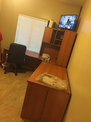 Office desk $100 obo pick up ASAP for Sale in Phoenix, AZ