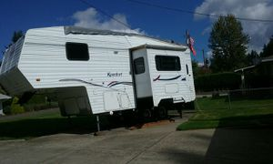 Komfort 5th wheel for Sale in Vancouver, WA