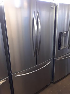 FRIGIDAIRE STAINLESS STEEL REFRIGERATOR COUNTER DEPHT for Sale in Los Angeles, CA