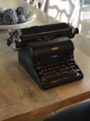 Royal Typewriter for Sale in Lincoln, CA