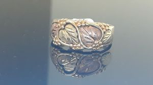 10k tri color gold leaf ring 6.2 grams size 10 for Sale in Fort Pierce, FL