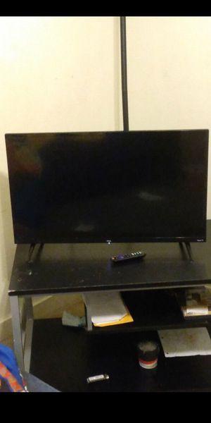 32 inch TKC ROKU Smart Tv 70$ for Sale in Dallas, TX