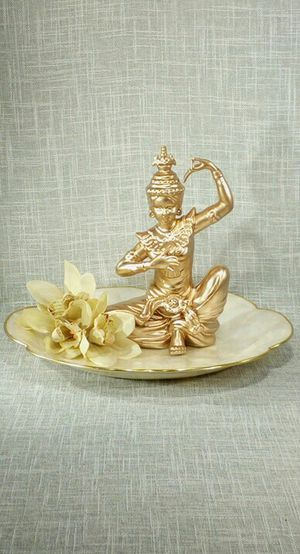 """Porcelain Figurine on Shell Tray & Artificial Flowers 12""""x9"""" *PICKUP ONLY* home decor, household, Buddha, boho for Sale in Mesa, AZ"""
