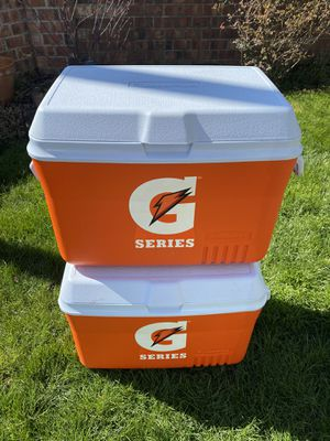 Rubbermaid cooler , like new conditions for Sale in Canby, OR