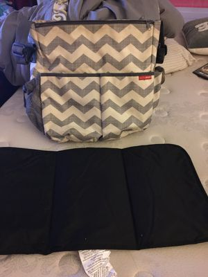 Skip hop diaper bag with changing pad for Sale in Rockville, MD
