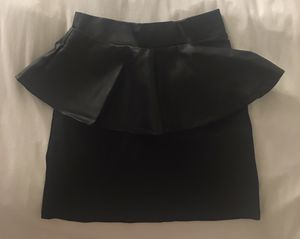 High waisted skirt with leather accents. Size 8 (Small). for Sale in Las Vegas, NV