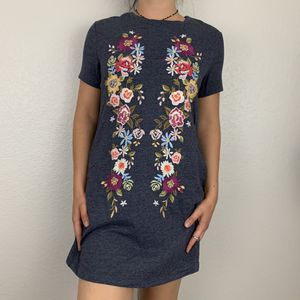 NWT Umgee Gray T Shirt Dress Floral for Sale in North Las Vegas, NV