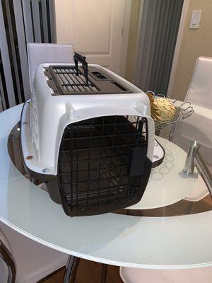 Pet box ⚡️⚡️⚡️ like new for Sale in Miami, FL