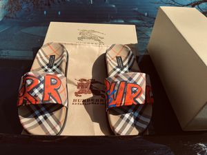 Burberry Sandals Slippers slides Unisex for Sale in Staten Island, NY