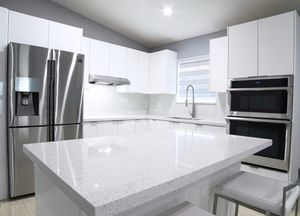 8' Lineal Feet. Kitchen Cabinets and Countertop. All Included. for Sale in Miami, FL