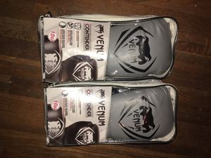 venum boxing gloves Contender 10 Oz for Sale in Richmond, VA