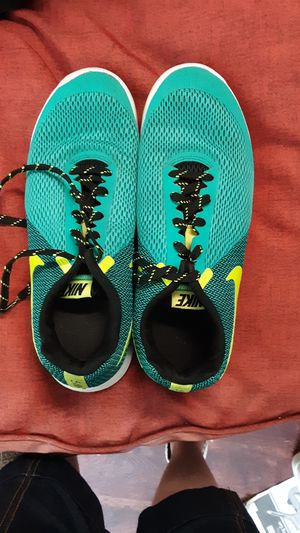 NIKE RUNNING SHOES 9.5 for Sale in Glen Burnie, MD