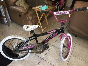 Génesis bike for girl 20 for Sale in Imperial Beach, CA