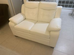 Brand new White leather couch with Purchase Receipt 6 months ago for Sale in Miami, FL